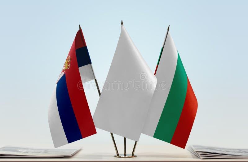 Flaggor av Serbien och Bulgarien royaltyfria foton