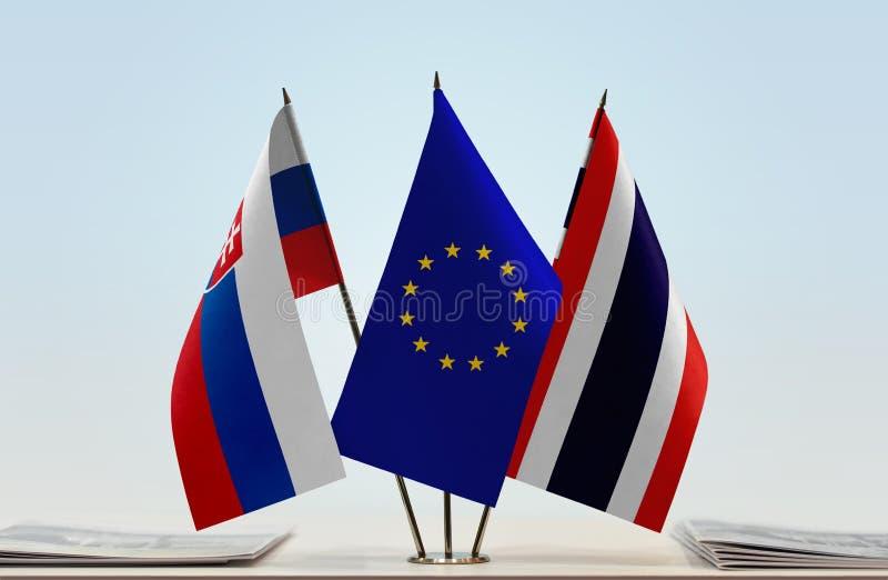 Flaggor av Slovakien EU och Thailand arkivfoto