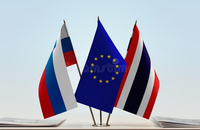 Flaggor av Slovenien EU och Thailand royaltyfri fotografi