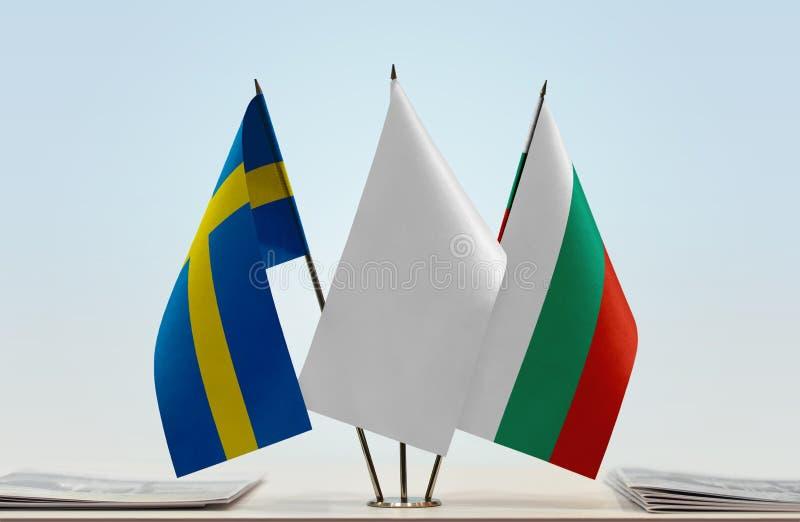 Flaggor av Sverige och Bulgarien royaltyfri bild