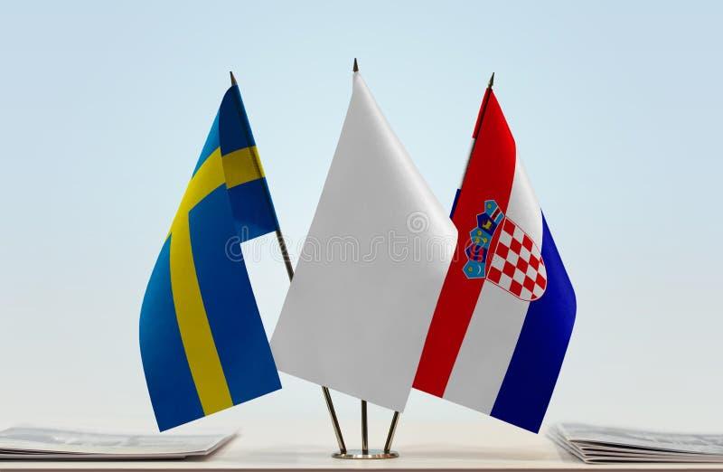 Flaggor av Sverige och Kroatien royaltyfri bild