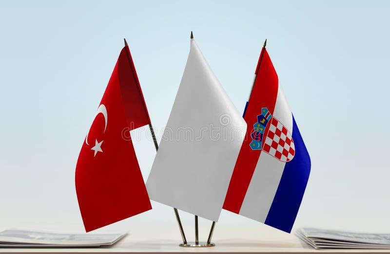 Flaggor av Turkiet och Kroatien fotografering för bildbyråer
