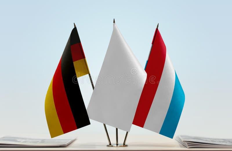Flaggor av Tyskland och Luxembourg arkivbilder