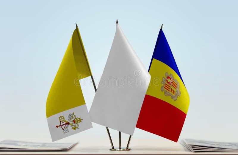 Flaggor av Vatican City och Andorra arkivfoto