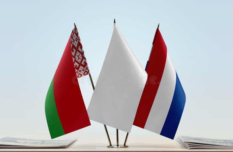 Flaggor av Vitryssland och Nederländerna royaltyfri bild