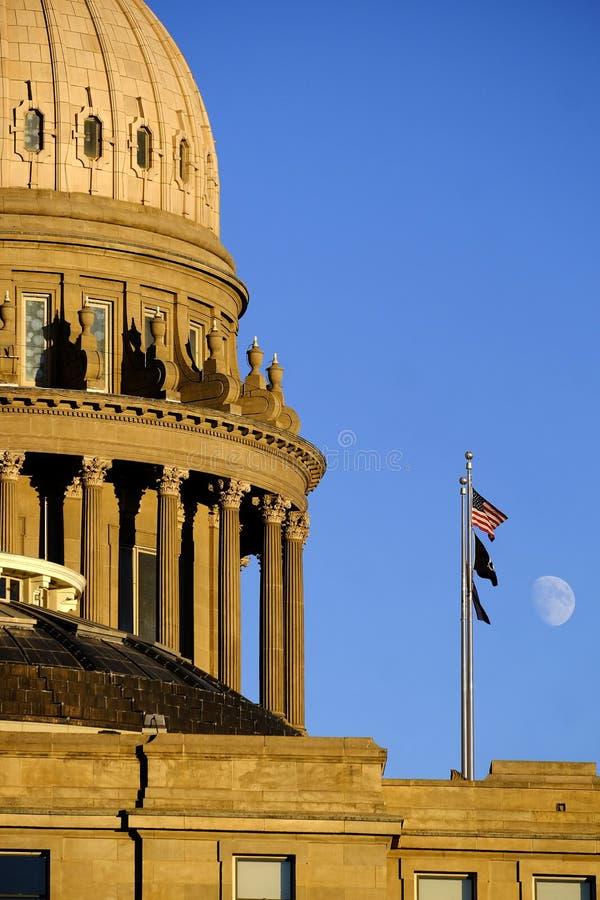 Flaggor för himmel för måne för lagar för kupol för regering för Idaho statKapitolium byggande lagliga arkivfoton