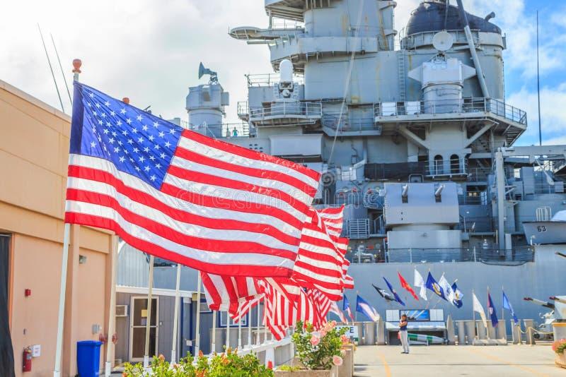 Flaggor för Missouri slagskeppminnesmärke arkivbild