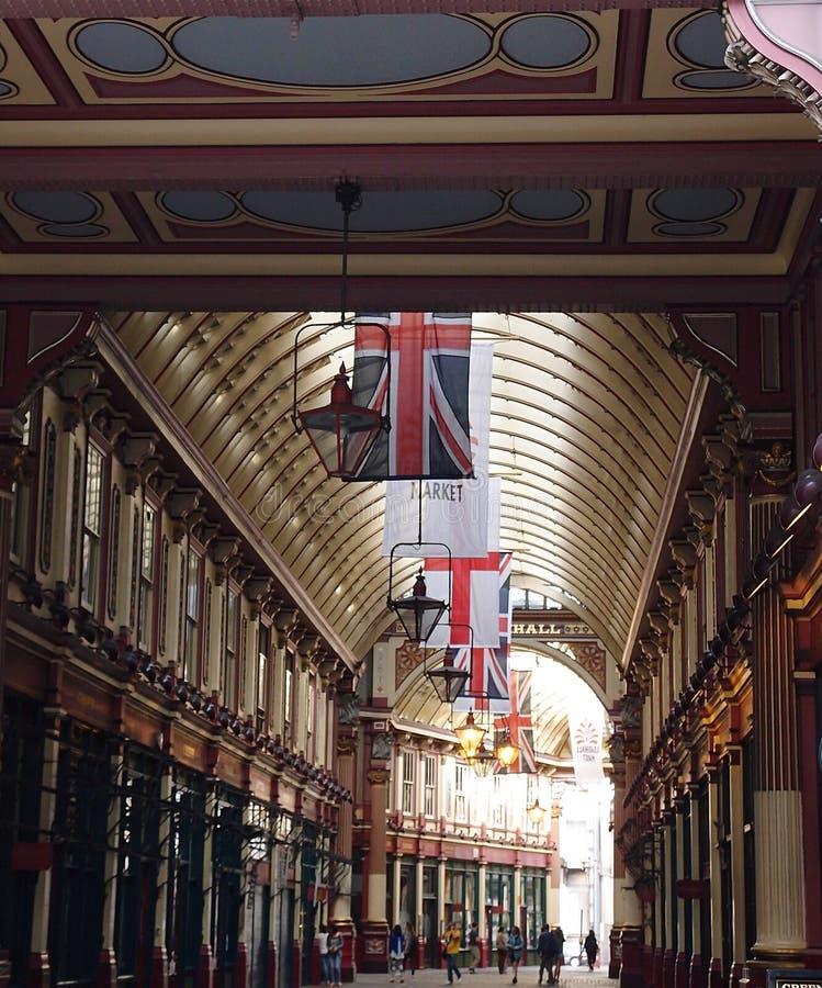 Flaggor från tak royaltyfri fotografi