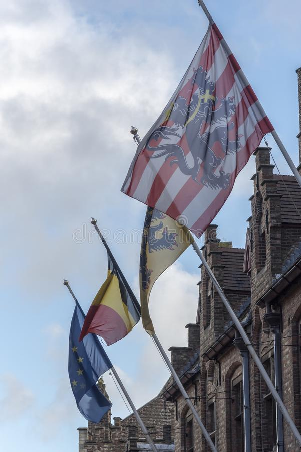 Flaggor i Bruges royaltyfri fotografi