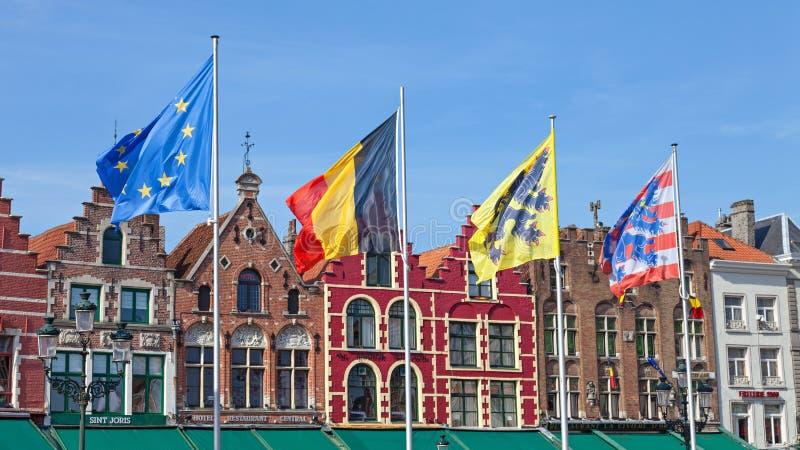 Flaggor i Bruges arkivbilder