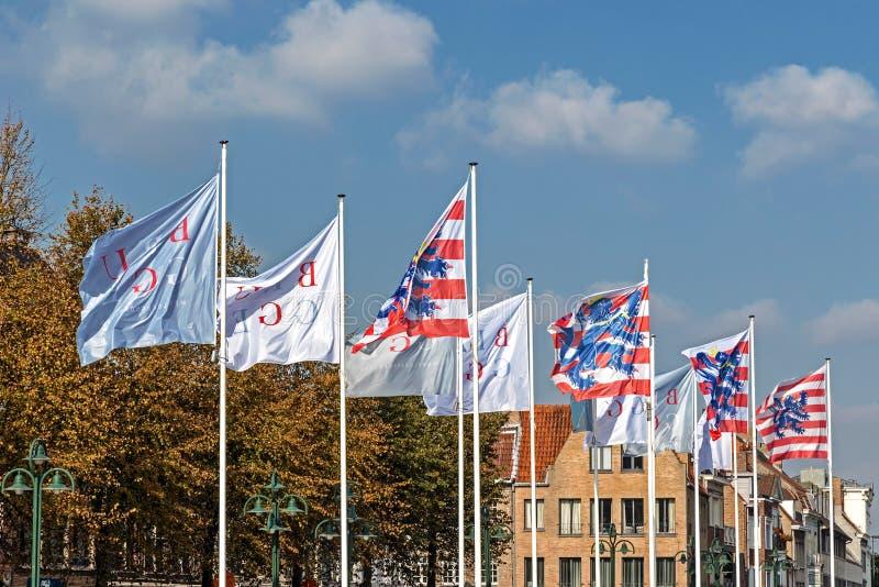 Flaggor i Bruges, Belgien royaltyfri foto