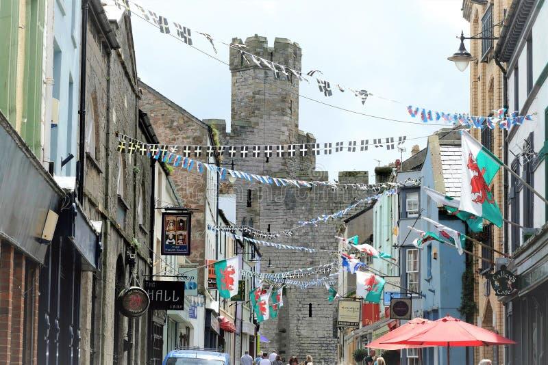 Flaggor och bunting, Caernarfon, norr Wales, UK arkivfoto