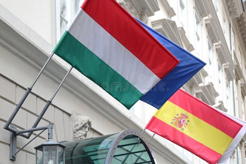 Flaggor på byggnad royaltyfri bild