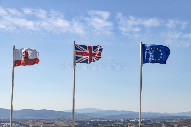 Flaggorna av Gibraltar, UK och EU-flyget i Gibraltar arkivfoto