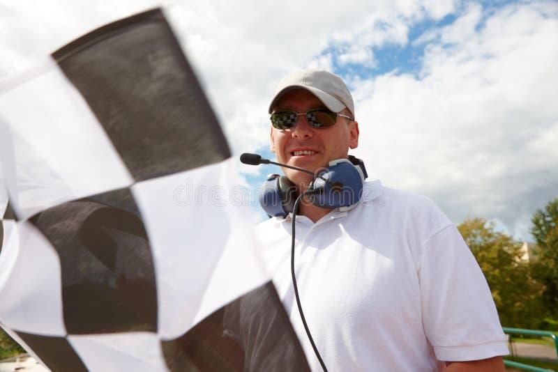 Flagman com bandeira checkered fotos de stock