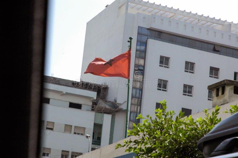 Flagpole com bandeira vermelha com estrela foto de stock royalty free