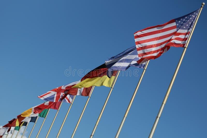 Flagstengi z flaga państowowa obraz stock