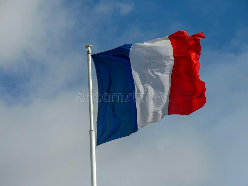 Flagwaving français tricolore de tissu traditionnel de texture dans le vent images libres de droits