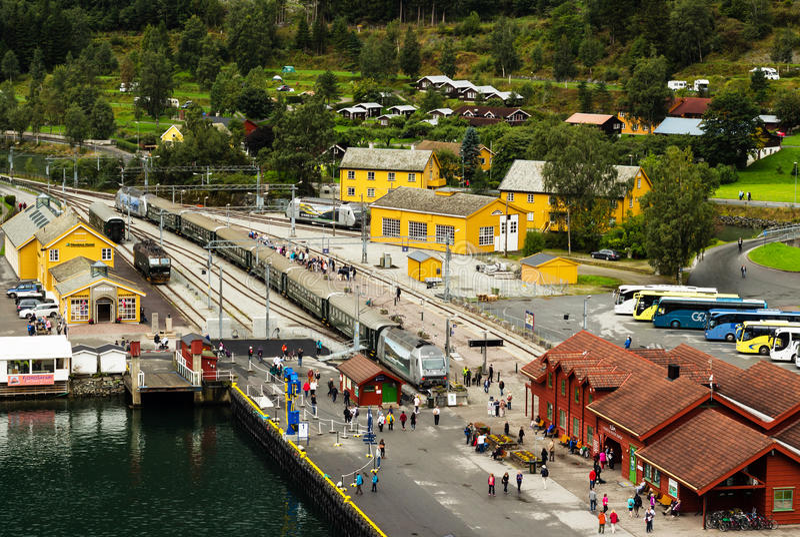 FLAM, NORVEGIA - CIRCA SETTEMBRE 2016: Lo stationflamsbana ferroviario famoso di Flam in Norvegia fotografie stock