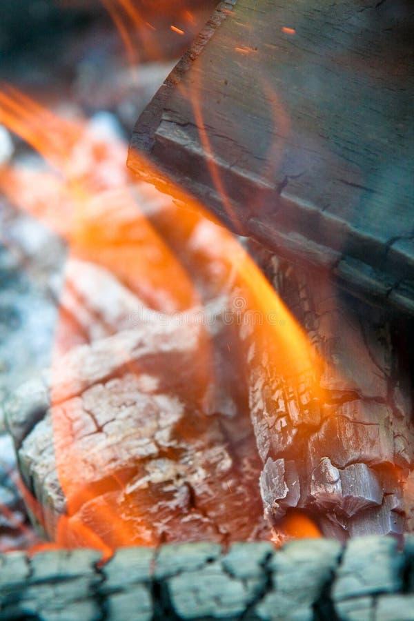 Flamas e cinzas imagens de stock