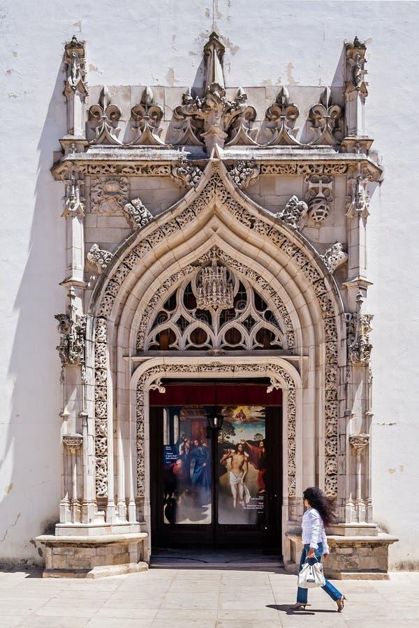Flamboyant gotisk portal av saoen Joao Baptista Church arkivfoto