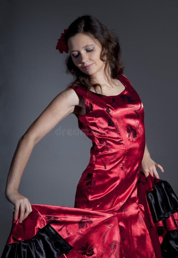 Flamenco del baile de la mujer joven