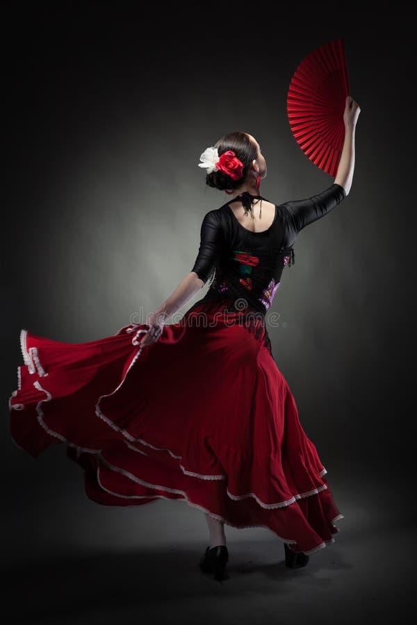Flamenco del baile de la mujer joven en negro foto de archivo libre de regalías