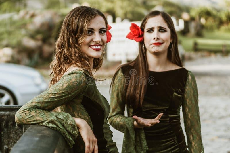 Flamencomeisjes in de boerderij stock afbeeldingen