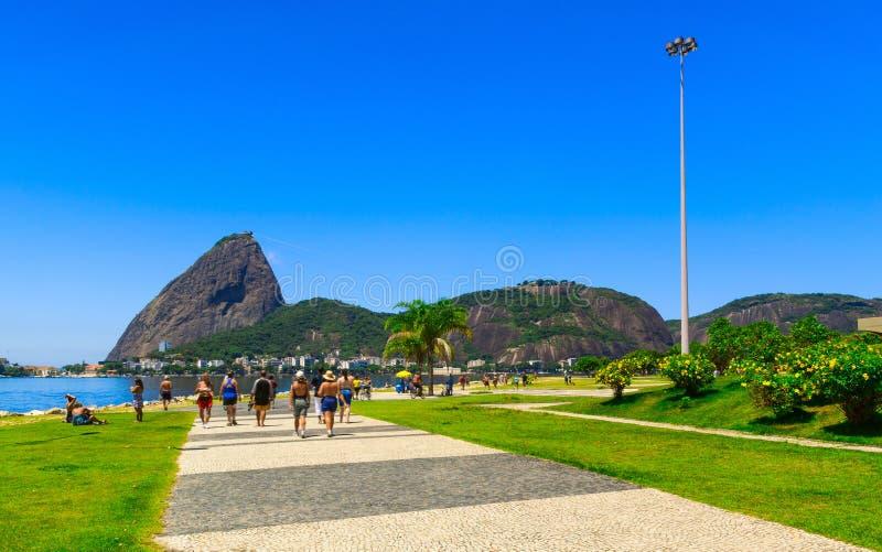 Flamengo und Berg Sugar Loaf und Urca in Rio de Janeiro stockfotografie