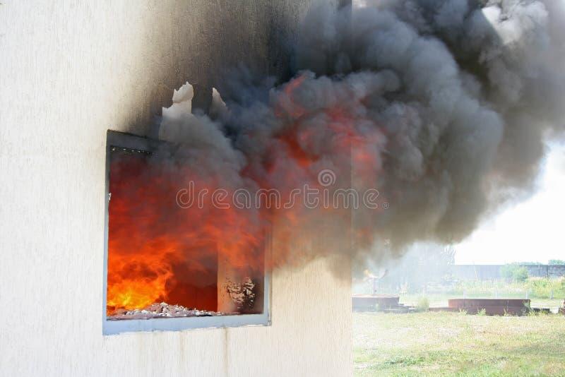 Flamma i husfönster royaltyfria bilder