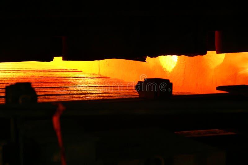 Flamma och varma gaser i reheating panna arkivbild