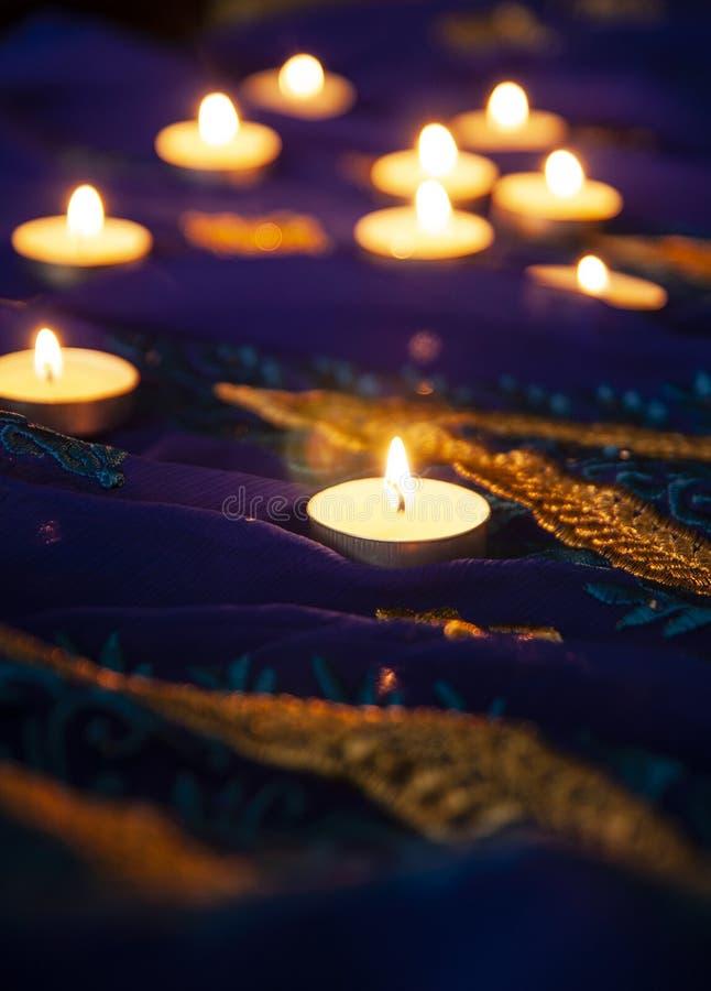 Flammastearinljuslampor för aftonbönerna Diwali belysning fotografering för bildbyråer