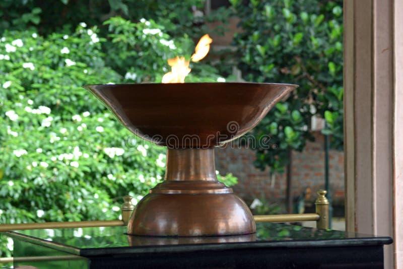 Flamme éternelle à l'intérieur de mémorial de Jallianwala Bagh, Amritsar, Pendjab, Inde photographie stock libre de droits