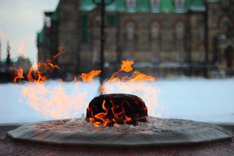 Flamme éternelle photographie stock