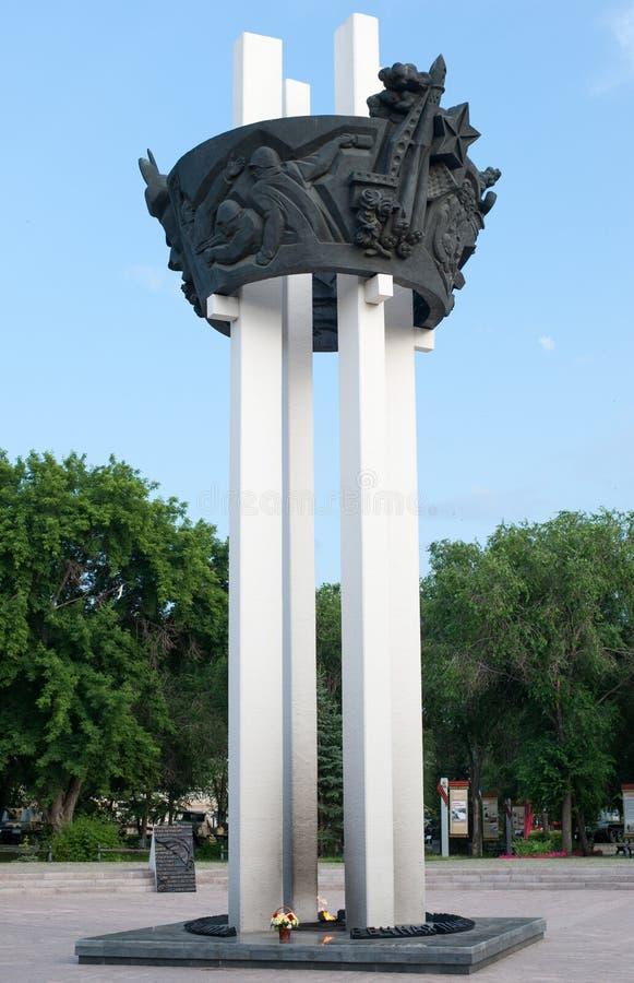 Flamme éternelle dans le jardin de Frounze à Orenbourg, Russie images libres de droits