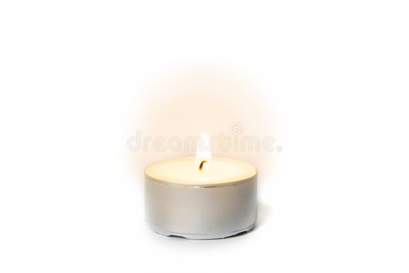 Flamme brillante sur une bougie de lumière de thé photos libres de droits