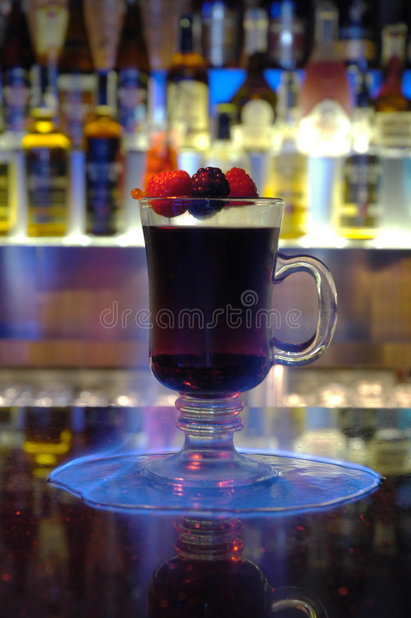 Flamme et cocktail image stock