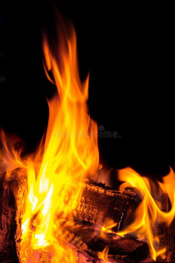 Flammen, die von einem LOGON-Feuer kommen Flamme, erhitzend lizenzfreie stockfotos