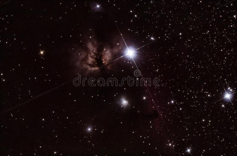 Flammen- und Horsehead-Nebelflecke in Orion lizenzfreies stockfoto