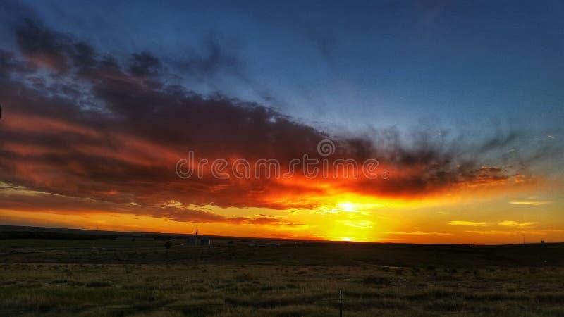 Flammender Sonnenuntergang stockbilder