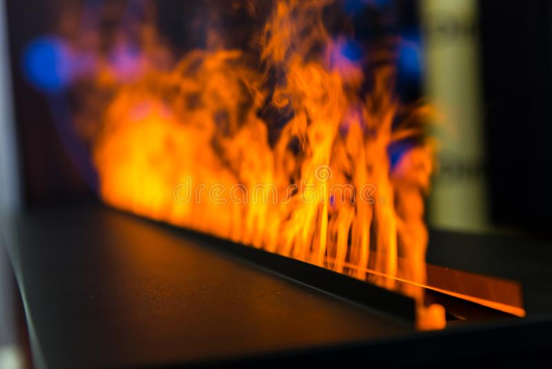 Flammenlinie vom Gaskamin, Nahaufnahme lizenzfreies stockbild