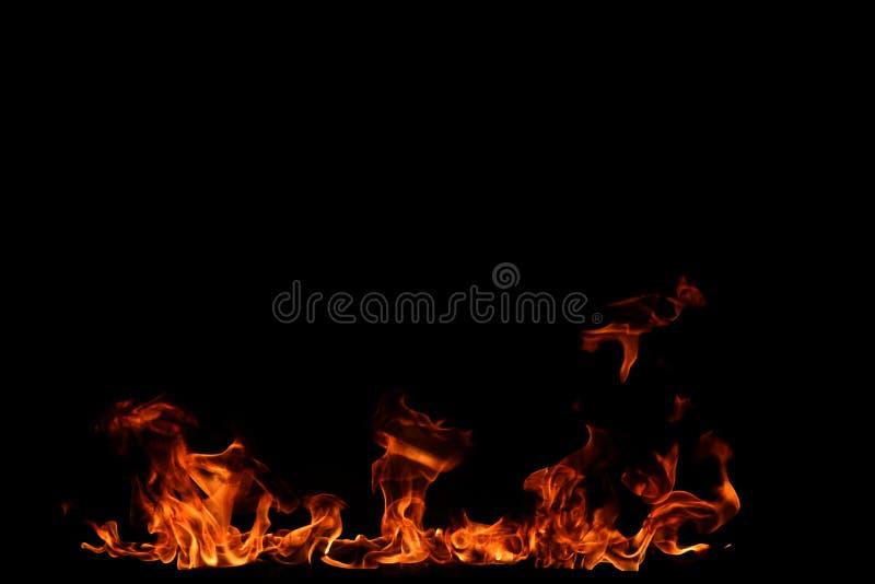 Flammes d'incendie sur le fond noir photos stock