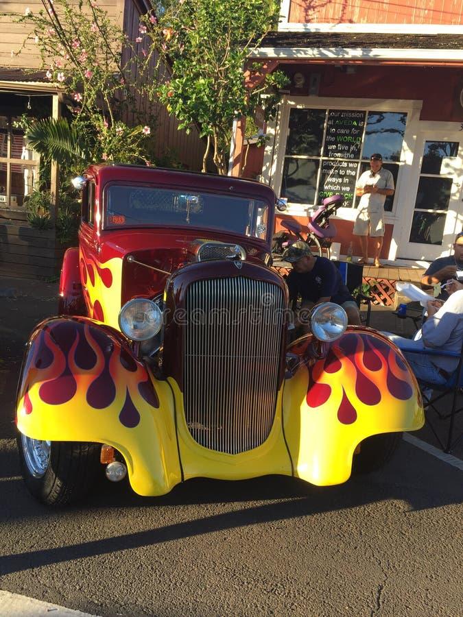 Flammes sur la voiture classique, Maui, Hawaï image libre de droits