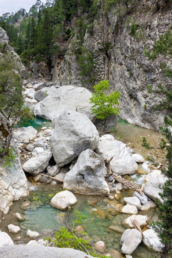 Flanc de coteau ?cossais Traversée de la rivière en canyon de Goynuk, manière de Lycian, Turquie photographie stock libre de droits