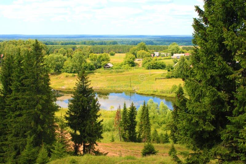 Flanc de coteau et village photos stock
