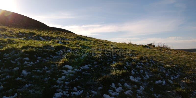 Flanc de coteau de fonte d'ombre photographie stock