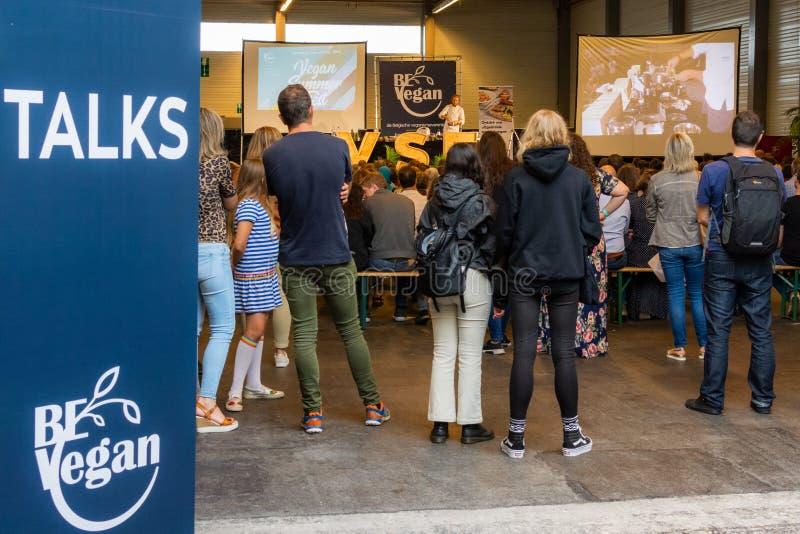 Flanders Expo, Gent Ghent, Belgio, 17 agosto 2019: Festival estivo vegetariano, talk show vegano fotografia stock libera da diritti