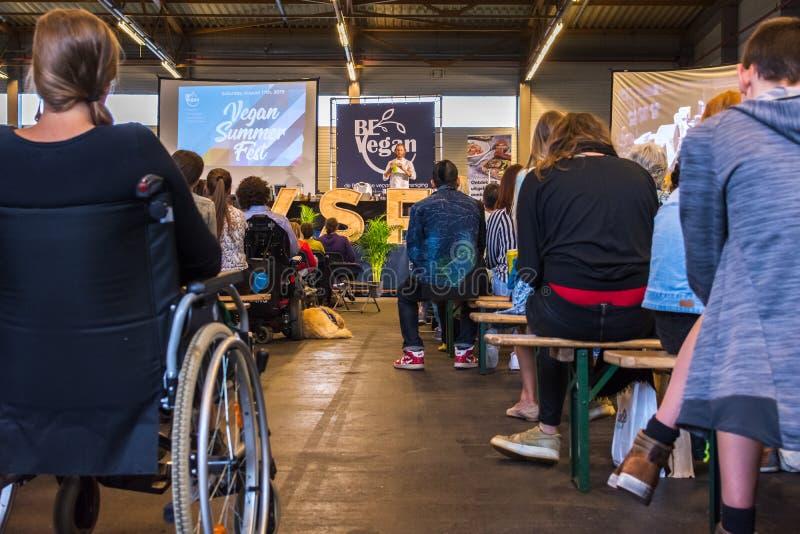 Flanders Expo, Gent Ghent, Belgio, 17 agosto 2019: Festival estivo vegetariano, talk show vegano immagini stock libere da diritti