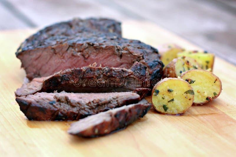 flanka piec na grillu stek obrazy royalty free