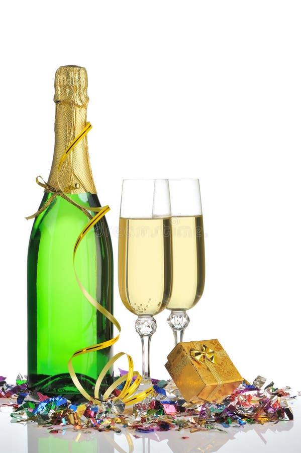 Flasche eines Champagners und der Gläser lizenzfreies stockfoto